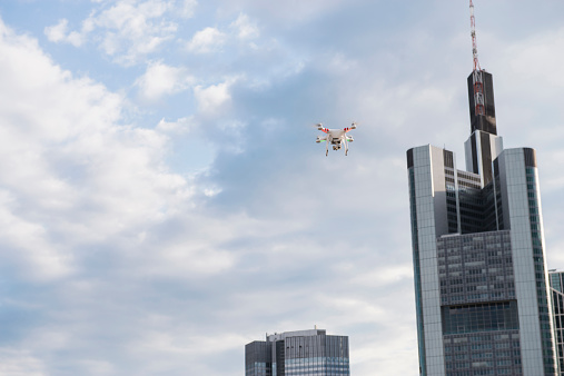 Watching「Germany, Hesse, Frankfurt, flying drone」:スマホ壁紙(8)