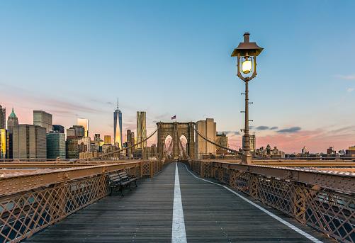 秋「ブルックリン橋とマンハッタン南端部の日の出、ニューヨーク市」:スマホ壁紙(6)