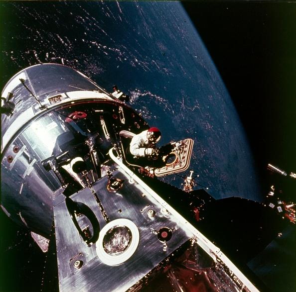 Lunar Module「Module Pilot David Scott Emerging From Apollo 9 Spacecraft」:写真・画像(13)[壁紙.com]