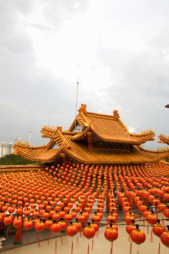 Chinese Lantern「Malaysia, Kuala Lumpur, Thean Hou Temple, with strings of lanterns at dusk」:スマホ壁紙(12)