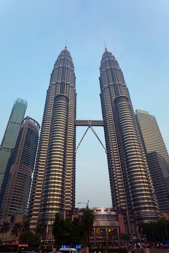 Postmodern「Malaysia, Kuala Lumpur, Petronas Towers」:スマホ壁紙(2)