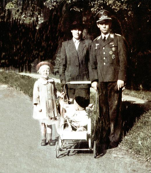Breast「World War II Berlin」:写真・画像(19)[壁紙.com]