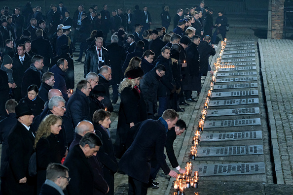 Candle「Auschwitz Memorial Commemorates 75th Anniversary Since Liberation」:写真・画像(18)[壁紙.com]