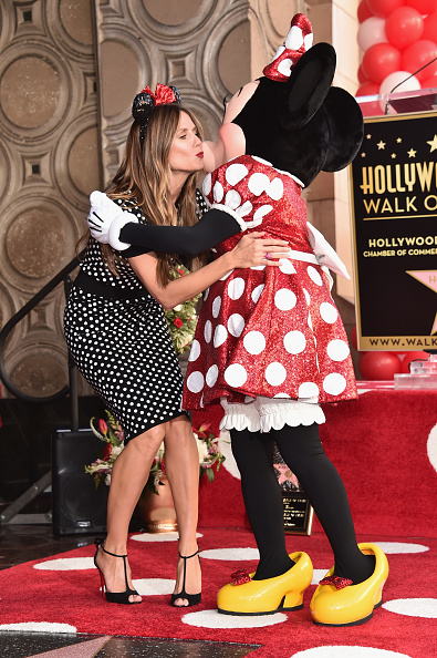 ミニーマウス「Disney's Minnie Mouse Celebrates Her 90th Anniversary With Star On The Hollywood Walk Of Fame」:写真・画像(12)[壁紙.com]