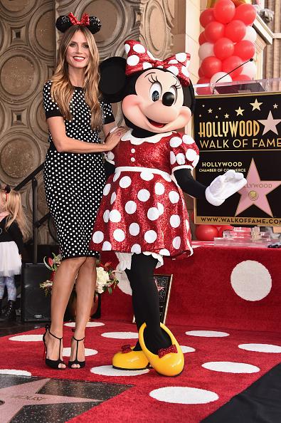 ミニーマウス「Disney's Minnie Mouse Celebrates Her 90th Anniversary With Star On The Hollywood Walk Of Fame」:写真・画像(14)[壁紙.com]