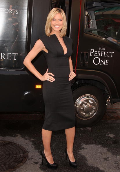 Form Fitted Dress「Heidi Klum Unveils The Perfect One Bra」:写真・画像(6)[壁紙.com]