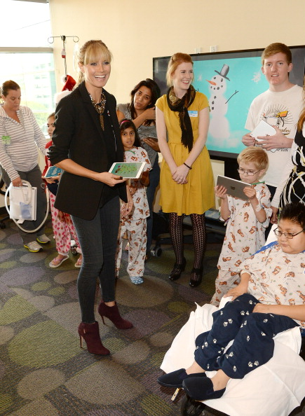 """Pencil「Heidi Klum Gives The Gift Of Creativity With Truly Scrumptious For Babies""""R""""Us And Paper And Pencil By FiftyThree At Children's Hospital Los Angeles」:写真・画像(7)[壁紙.com]"""