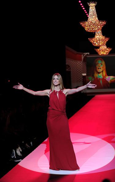 Halter Top「Swarovski at the Red Dress Collection 2010 Fashion Show - Runway」:写真・画像(19)[壁紙.com]