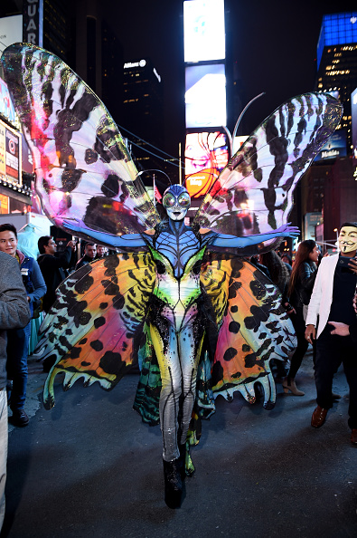Visit「Heidi Klum Gives Times Square Visitors A Sneak Peek Of Her Halloween Costume Before Hosting Her Annual Party At TAO Downtown Sponsored By Moto X」:写真・画像(0)[壁紙.com]