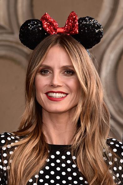 ミニーマウス「Disney's Minnie Mouse Celebrates Her 90th Anniversary With Star On The Hollywood Walk Of Fame」:写真・画像(1)[壁紙.com]