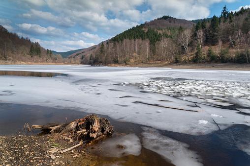 Harz National Park「Frozen River Oder in Harz National Park under blue sky」:スマホ壁紙(12)