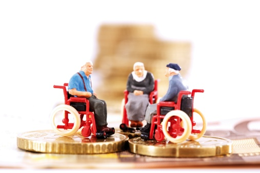 Retirement「Figurines in wheelchairs on coins」:スマホ壁紙(9)