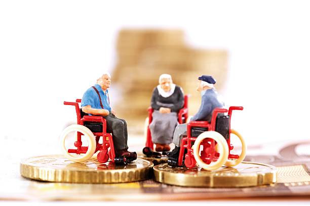 Figurines in wheelchairs on coins:スマホ壁紙(壁紙.com)