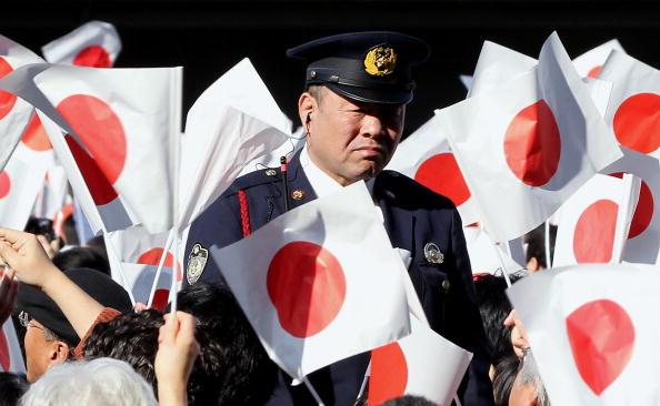 Japanese Royalty「People Celebrate Emperor Akihito's 76th Birthday」:写真・画像(5)[壁紙.com]