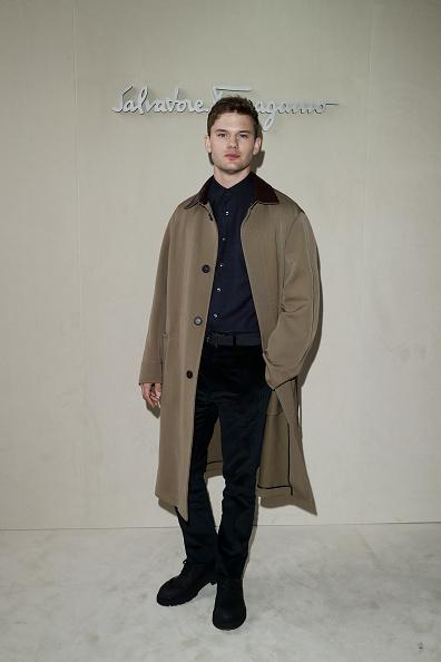 Jeremy Irvine「Salvatore Ferragamo - Arrivals: Milan Fashion Week Autumn/Winter 2019/20」:写真・画像(2)[壁紙.com]