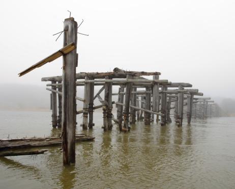 Wooden Post「Bridge old log mist」:スマホ壁紙(0)