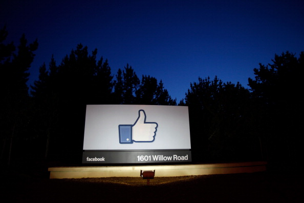 Stephen Lam「Facebook Debuts As Public Company With Initial Public Offering On NASDAQ Exchange」:写真・画像(17)[壁紙.com]