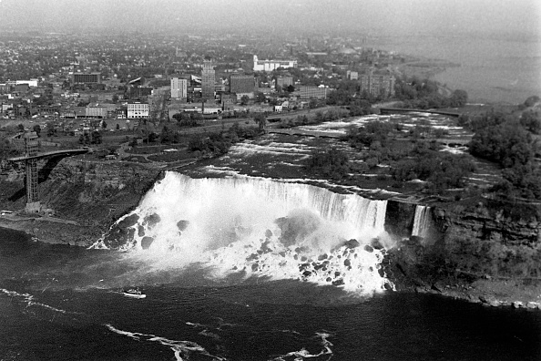 Passenger Craft「Niagara Falls In Ontario, Canada」:写真・画像(8)[壁紙.com]