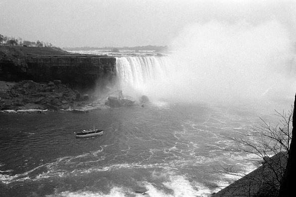 Passenger Craft「At Niagara Falls」:写真・画像(8)[壁紙.com]