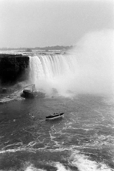 Passenger Craft「At Niagara Falls」:写真・画像(9)[壁紙.com]