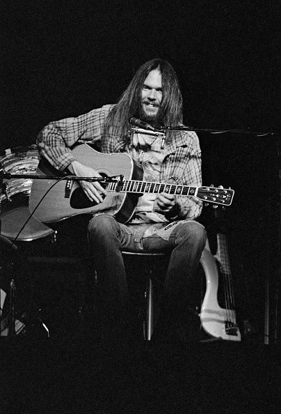 Acoustic Guitar「Neil Young At The Rainbow」:写真・画像(11)[壁紙.com]