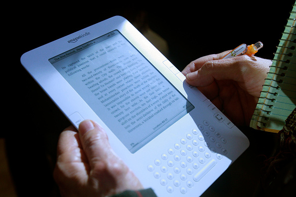 Electrical Equipment「Amazon's Jeff Bezos Introduces Kindle 2 At NYC Press Conference」:写真・画像(19)[壁紙.com]