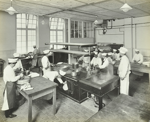 Kitchen「Male Cookery Students At Work In The Kitchen, Westminster Technical Institute, London, 1910. Artist: Unknown.」:写真・画像(0)[壁紙.com]