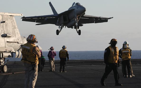 Ship「U.S. Navy Conducts Carrier Qualification Training Aboard The USS Nimitz」:写真・画像(13)[壁紙.com]