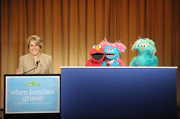 Planting「Katie Couric & Sesame Street Muppets Tree Planting Ceremony」:写真・画像(1)[壁紙.com]
