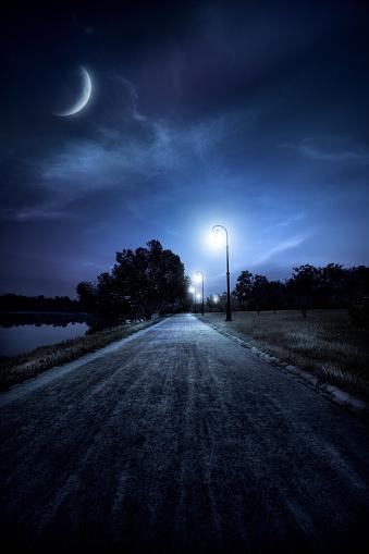 月「Road 夜の」:スマホ壁紙(18)