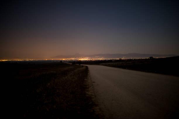 Road at night:スマホ壁紙(壁紙.com)