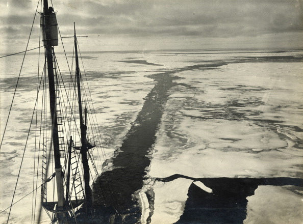 Endurance「The Ship's Wake Through Young Ice」:写真・画像(2)[壁紙.com]