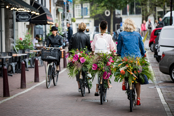 Amsterdam「'Floral Vandals' Take To the Streets Of Amsterdam To Mark The Opening Of Kimpton De Witt Hotel」:写真・画像(10)[壁紙.com]