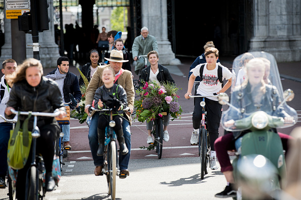 Netherlands「'Floral Vandals' Take To the Streets Of Amsterdam To Mark The Opening Of Kimpton De Witt Hotel」:写真・画像(9)[壁紙.com]