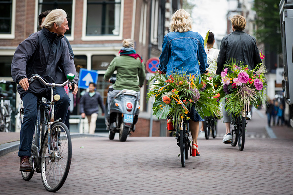 Netherlands「'Floral Vandals' Take To the Streets Of Amsterdam To Mark The Opening Of Kimpton De Witt Hotel」:写真・画像(4)[壁紙.com]