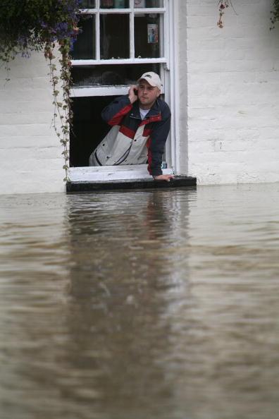Pub Food「Torrential Rain Threatens Further Flooding」:写真・画像(3)[壁紙.com]