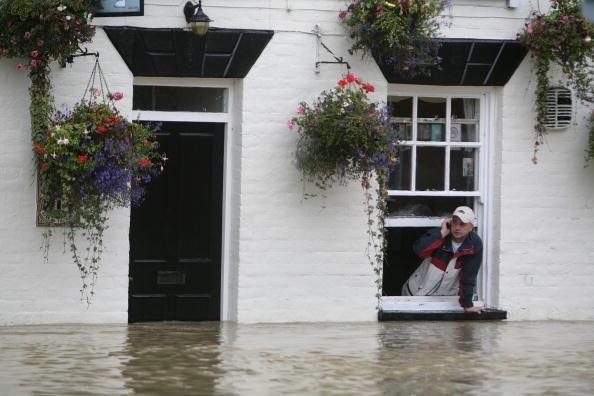 Pub Food「Torrential Rain Threatens Further Flooding」:写真・画像(2)[壁紙.com]