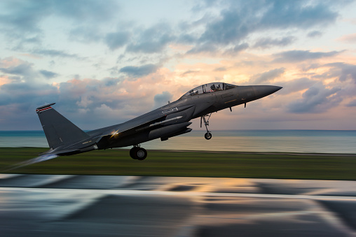 Military「F-15 Figter Jet taking off at sunset」:スマホ壁紙(18)