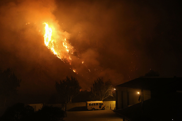 School Bus「Southern California Wildfires Forces Thousands to Evacuate」:写真・画像(9)[壁紙.com]