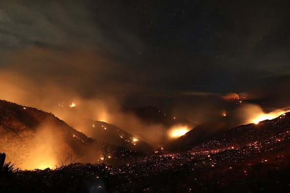 カリフォルニア州「Southern California Wildfires Forces Thousands to Evacuate」:写真・画像(7)[壁紙.com]