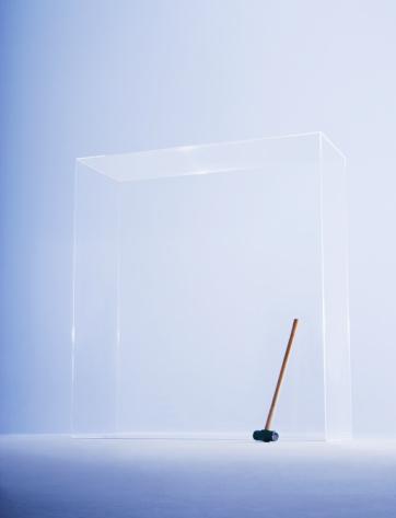 Uncertainty「Hammer in glass cabinet」:スマホ壁紙(15)