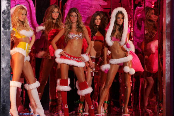 Christmas「The Victoria's Secret Fashion Show - Runway」:写真・画像(13)[壁紙.com]