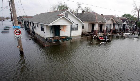 Coastline「New Orleans Feels Effects Of Hurricane Rita」:写真・画像(1)[壁紙.com]