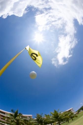 Sixth Hole「Golf ball and flag under the blue sky, lens flare, fish-eye lens, Saipan, USA 」:スマホ壁紙(3)