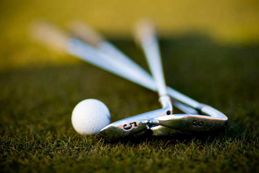 ゴルフ「ゴルフボールおよびアイアンズ」:スマホ壁紙(12)