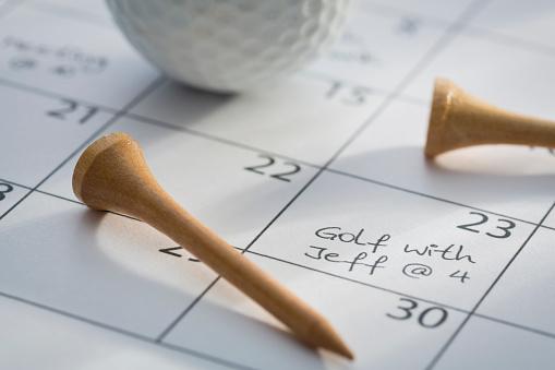 カレンダー「Golf ball and tees on calendar with marked date of planned golf game」:スマホ壁紙(14)