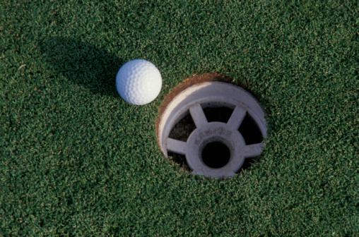 Putting - Golf「Golf ball and hole」:スマホ壁紙(15)