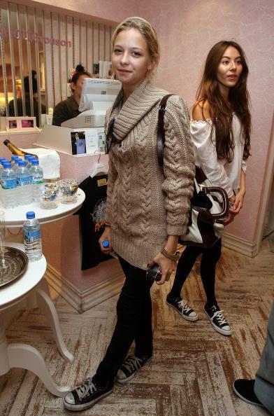 Annabelle Dexter Jones「JPN: Lindsay Lohan Store Visit At Charlotte Ronson」:写真・画像(18)[壁紙.com]