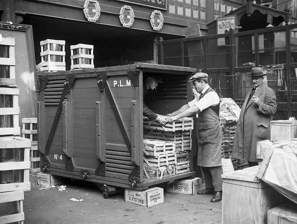 Covent Garden「Unloading At Covent Garden」:写真・画像(8)[壁紙.com]