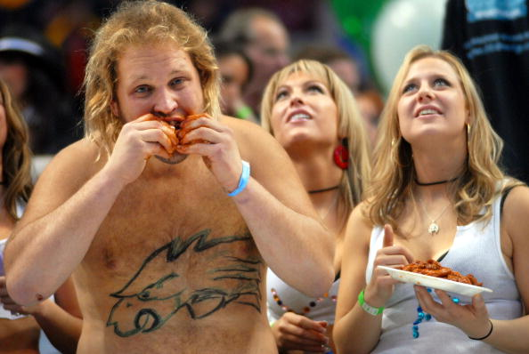 """Chicken Wing「Annual """"Wing Bowl"""" Honors Super Bowl Gluttony」:写真・画像(11)[壁紙.com]"""
